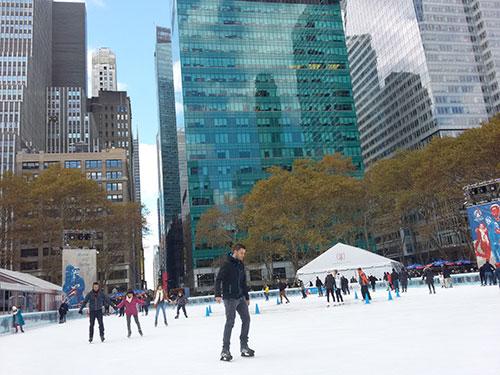 Pista de Patinaje sobre hielo en Bryant Park (The Pond) - Foto de Andrea Hoare Madrid para Newyorkando