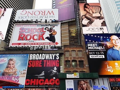 Grandes carteles de los musicales de Broadway en Times Square - Foto de AHM