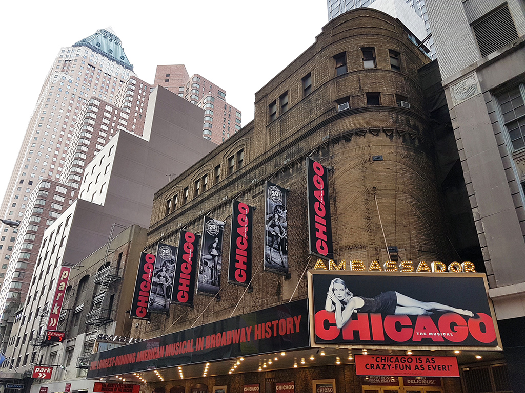 Ambassador Theater en Broadway, marquesina musical Chicago - Foto de AHM