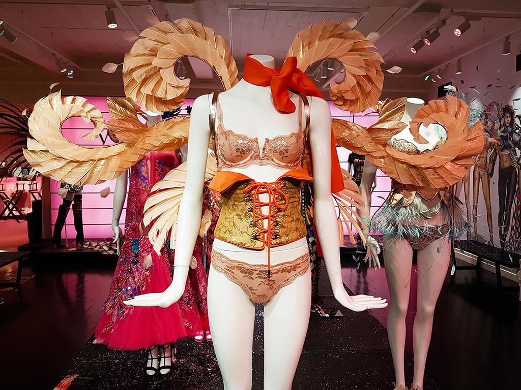 Maniquíes al interior de la tienda Victoria Secret de la 5a Avenida - Foto de Andrea Hoare Madrid