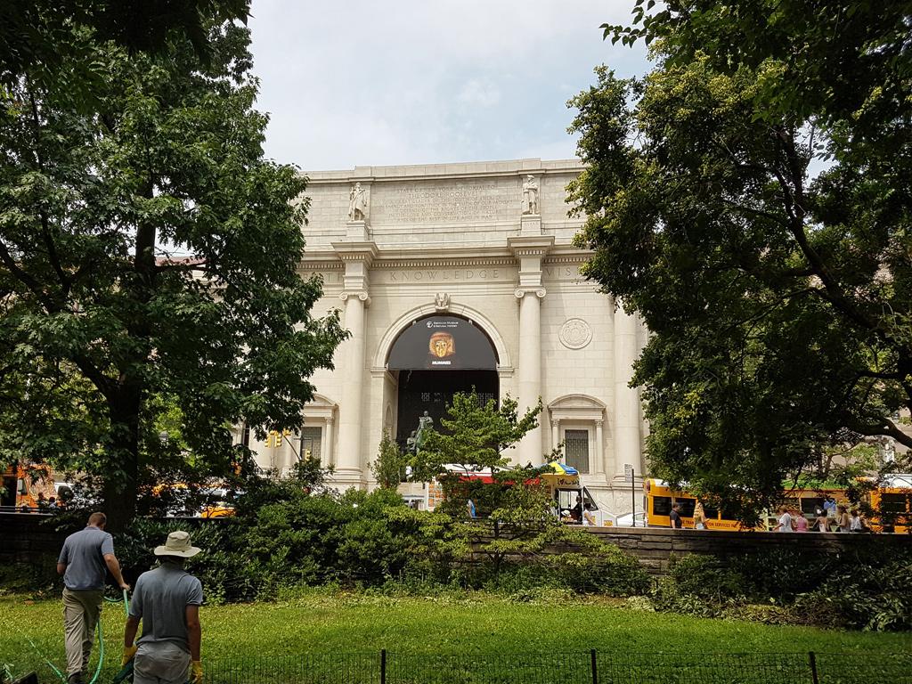 Fachada del edificio del Museo Americano de Historia Natural vista desde Central Park - Foto de AHM