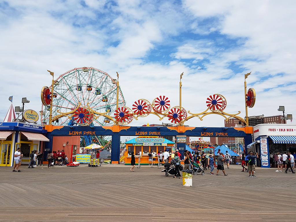 Entrada del Parque de Diversiones Luna Park en Coney Island - Foto de Andrea Hoare Madrid