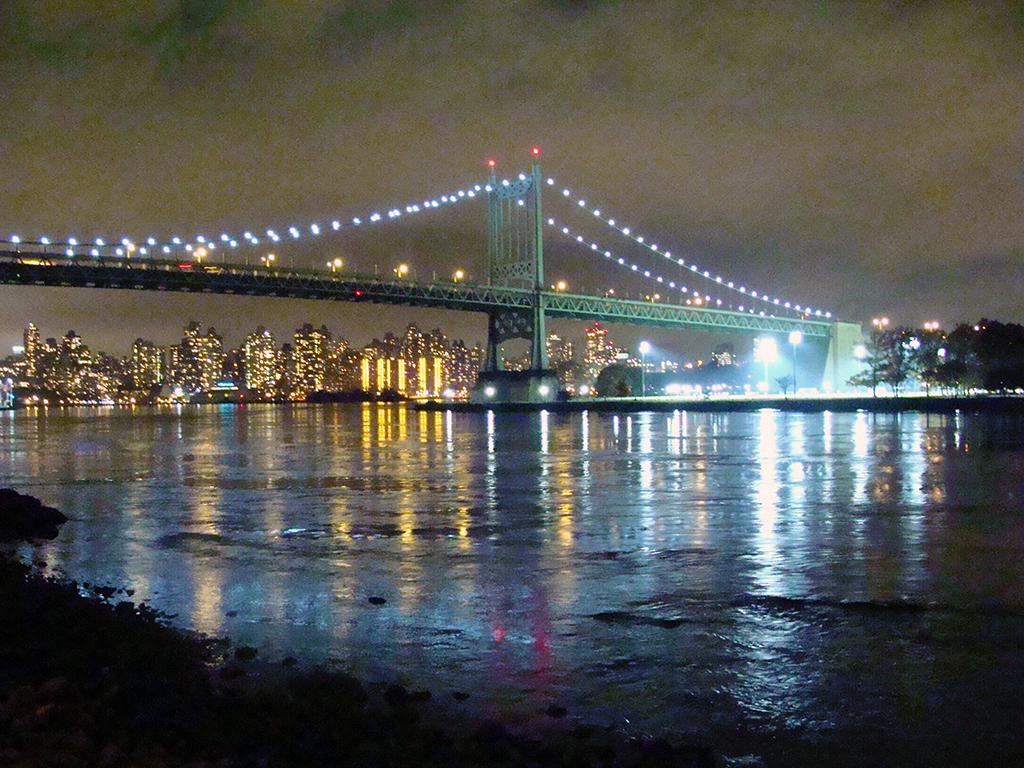 Puente Robert F. Kennedy visto desde el Astoria Park en Queens - Foto de AHM