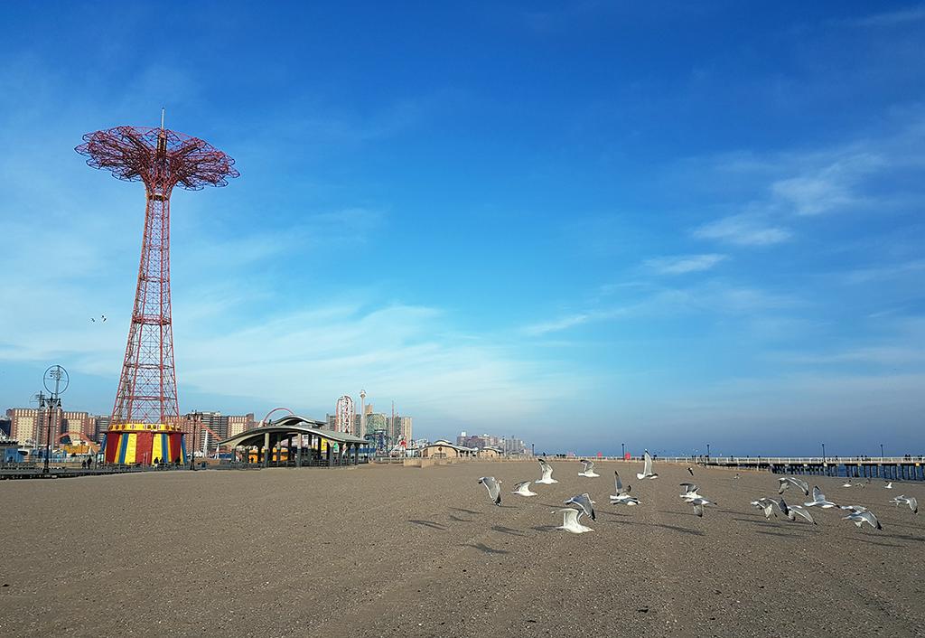 Panorámica de la playa, paseo marítimo y Parachute de Coney Island - Foto de Andrea Hoare Madrid