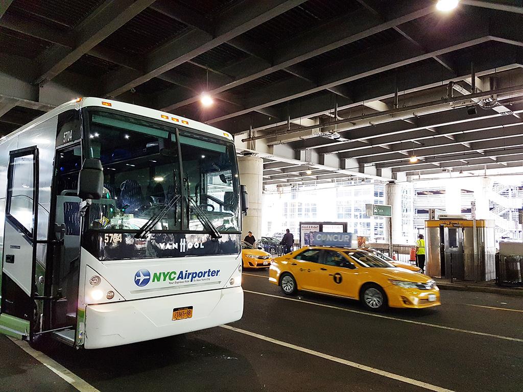 New York City Airporter: bus entre los aeropuertos de Nueva York, Aeropuerto JFK, Aeropuerto La Guardia, Aeropuerto Newark - Foto AHM