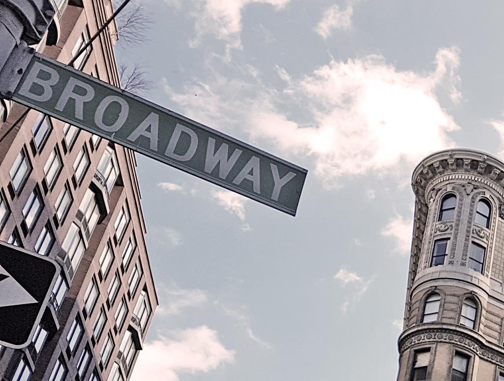 Letrero de avenida Broadway en Upper West Side - Foto de AHM