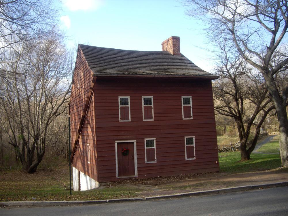 Casa del Pueblo Histórico de Richmond en Staten Island de Dmadeo / CC BY-SA (https://creativecommons.org/licenses/by-sa/4.0), vía Wikimedia disponible en https://commons.wikimedia.org/wiki/File:Vorleezer-house.jpg