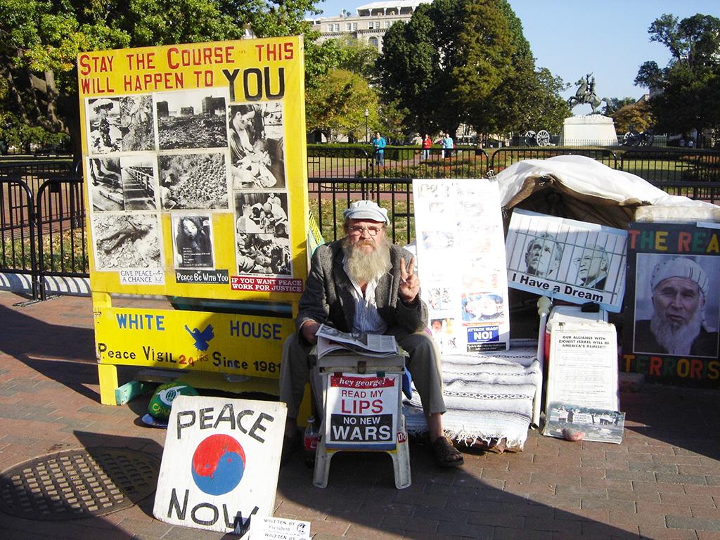 Manifestante frente a la Casa Blanca en Washington DC - Foto de AHM