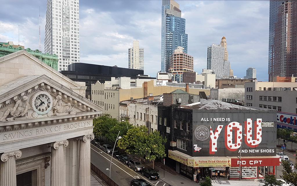 Panorámica de Downtown Brooklyn desde Century 21 de Fulton Street Mall, a la izquierda el edificio histórico del Dime Saving Bank - Foto de Andrea Hoare Madrid