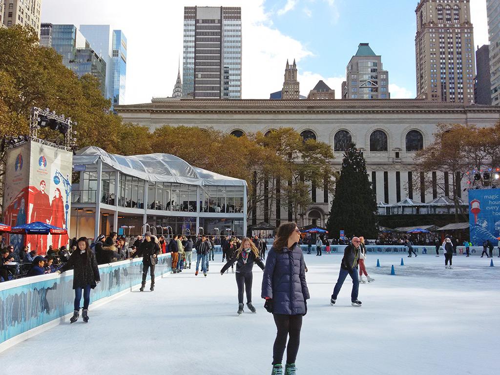 Citipond: pista de patinaje sobre hielo gratis de Bryant Park en Manhattan - Foto de Andrea Hoare Madrid