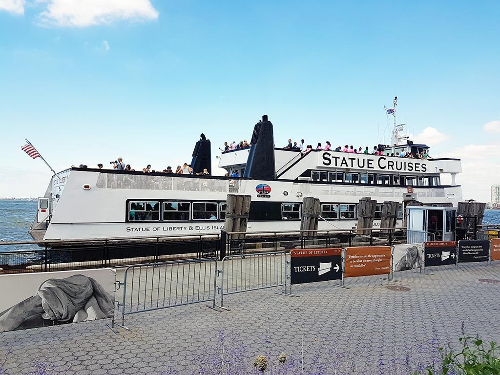 Ferry de Statue Cruises en el embarcadero de Battery Park - Foto de AHM