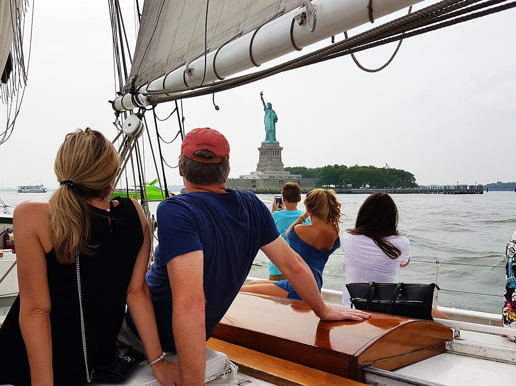 Viaje alrededor de Liberty Island en el velero histórico Schooner Pioneer - Foto de Andrea Hoare Madrid