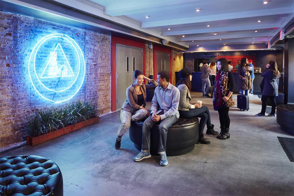 Lobby HI NYC - Foto cortesía Booking