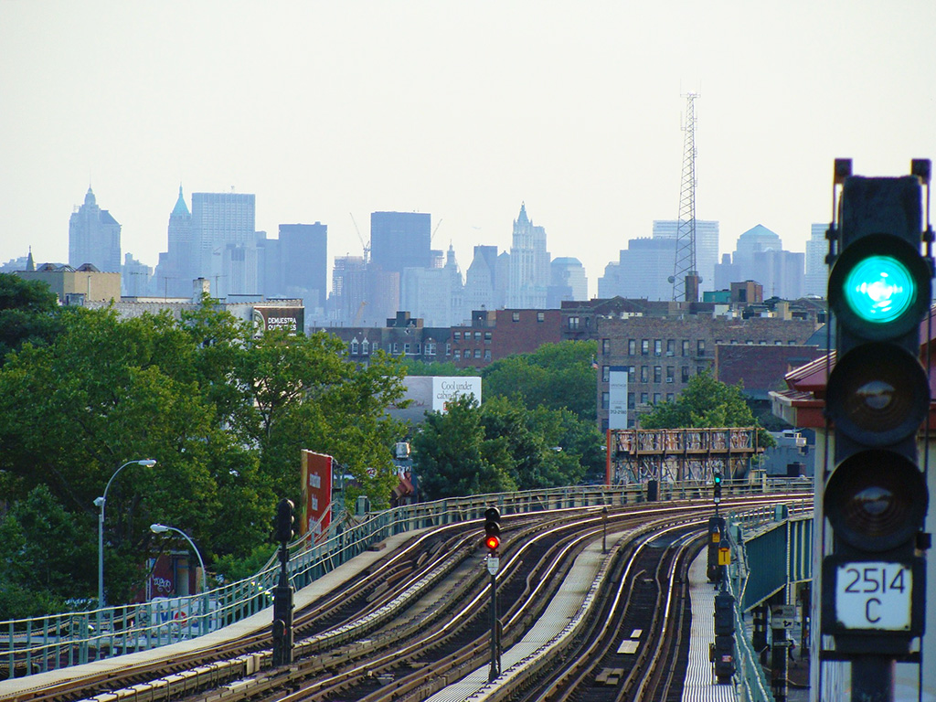 Carriles de la Línea 7 del metro que atraviesa Queens - Foto de Andrea Hoare Madrid