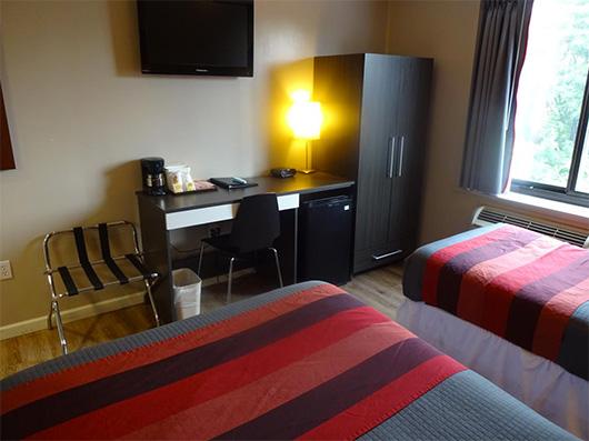 Habitación del hotel Super 8 en Brooklyn cortesía de Booking