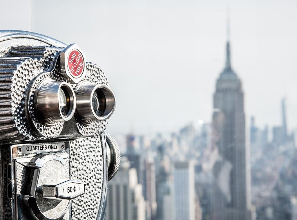 Guía de los mejores miradores de Nueva York. Foto de telescopio en el observatorio Top of the Rock, el Empire State se ve al fondo. Foto de Wiggijo de Dominio Público vía Pixabay disponible en https://pixabay.com/es/photos/estados-unidos-nueva-york-manhattan-1778524/
