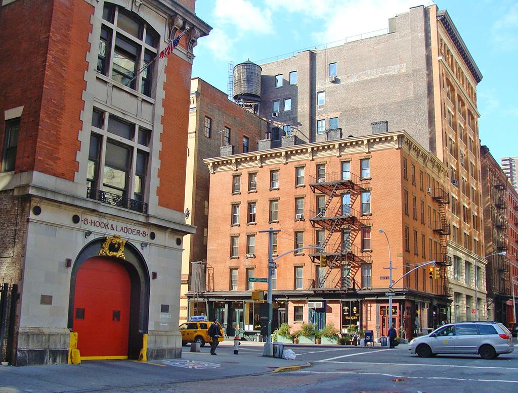 Cuartel de Bomberos 8 Hook & Ladder en Tribeca, parte del recorrido por las Locaciones de Los Cazafantasmas en Nueva York - En la película es el cuartel de los Ghostbusters - Foto de Andrea Hoare Madrid