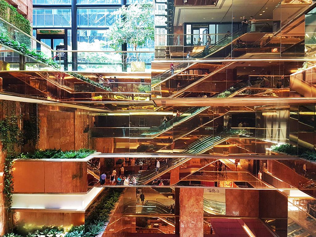 Interior del Trump Building, vista de la serie de escaleras mecánicas y espejos. Residencia privada de Ronald Trump en Manhattan - Foto de Andrea Hoare Madrid