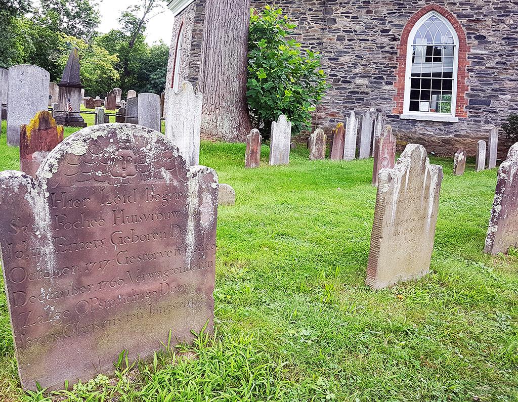 Antiguas lápidas de los colonos holandeses que poblaron el Valle del Hudson. Cementerio de Sleepy Hollow. Foto de Andrea Hoare Madrid