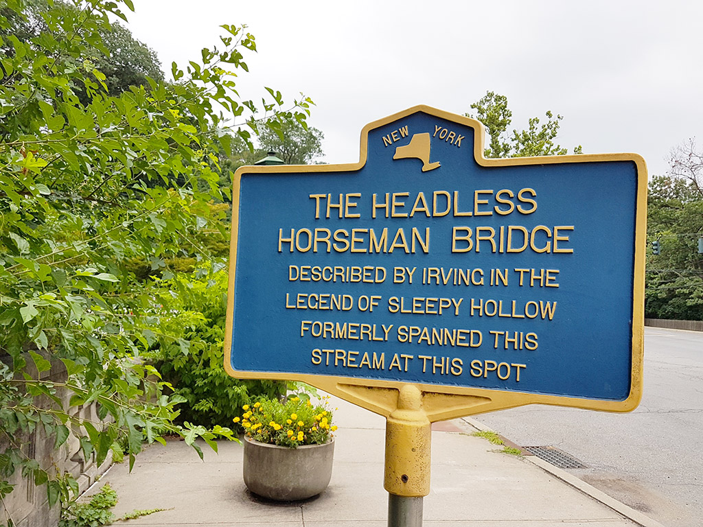 Letrero que indica la ubicación del famoso puente del Jinete sin Cabeza descrito por Washington Irving en su relato corto. Foto de Andrea Hoare Madrid