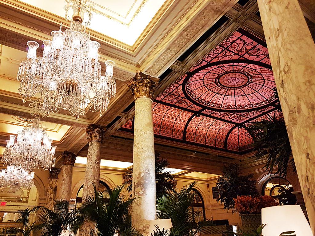 Lobby del Hotel Plaza de Manhattan, uno de los mejores hoteles de Nueva York - Foto de Andrea Hoare Madrid