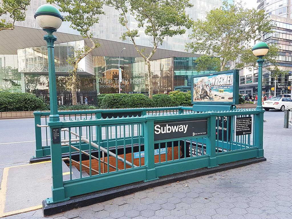 WiFi gratis en las estaciones del Metro de Nueva York - Entrada de estación en el Upper West Side de Manhattan - Foto de Andrea Hoare Madrid