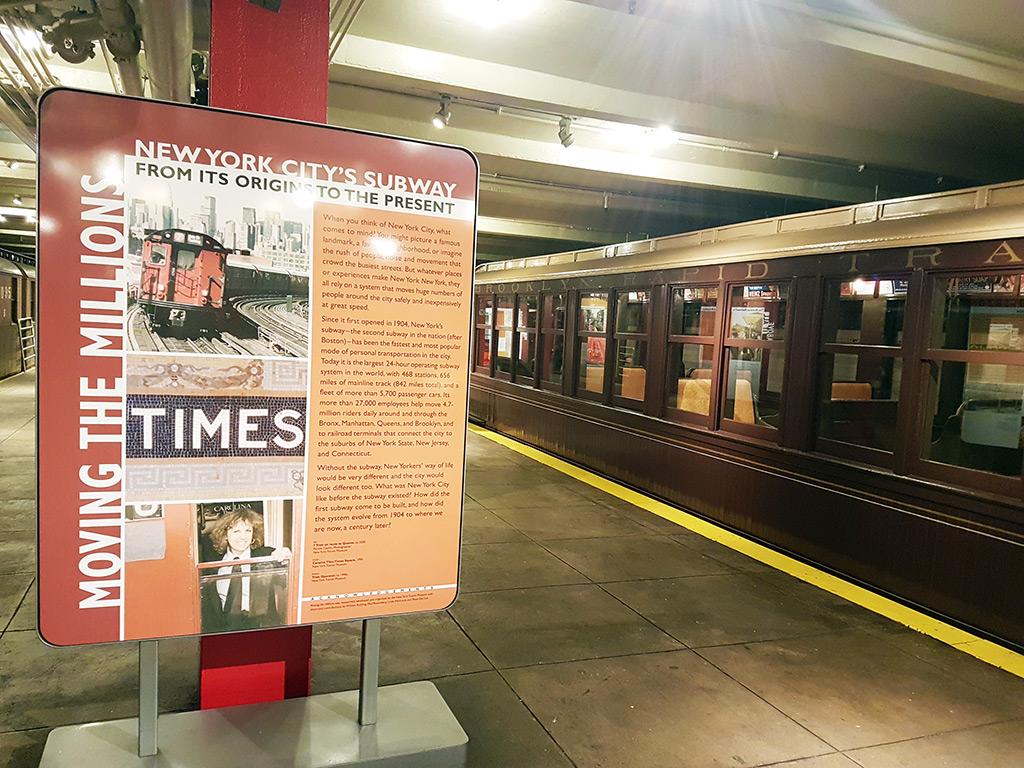 Andenes antiguos en la estación de metro abandonada de Brooklyn usada como Museo del Tránsito de Nueva York - Foto de AHM