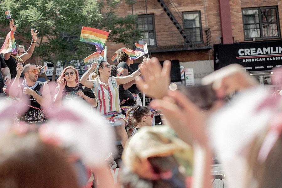Desfile de la Semana del Orgullo en Nueva York, foto de Brian Kyed on Unsplash disponible en