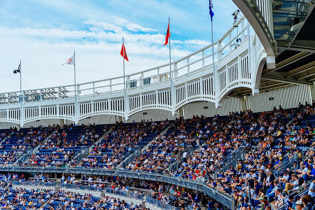 Gradas llenas en el Yankee Stadium de Nueva York. Foto de Dan Gold en Unsplash https://unsplash.com/photos/mwwi_EQ1HL0