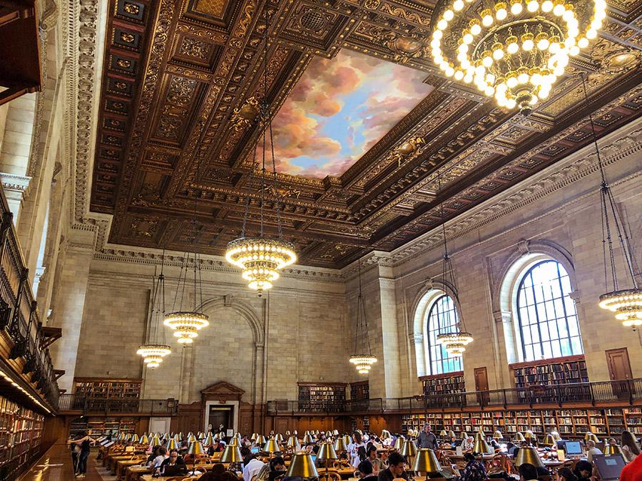 Salon de lectura principal de la New York Public Library. Foto de Oneisha Lee on Unsplash disponible en https://unsplash.com/photos/FYR2nFGWxqM