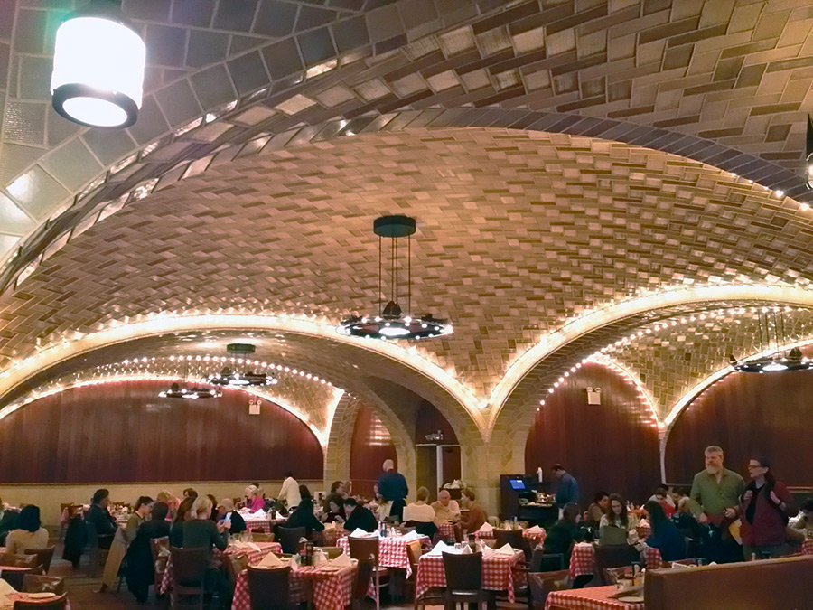 Interior del clásico Oyster Bar de Grand Central en Manhattan - Foto de AHM
