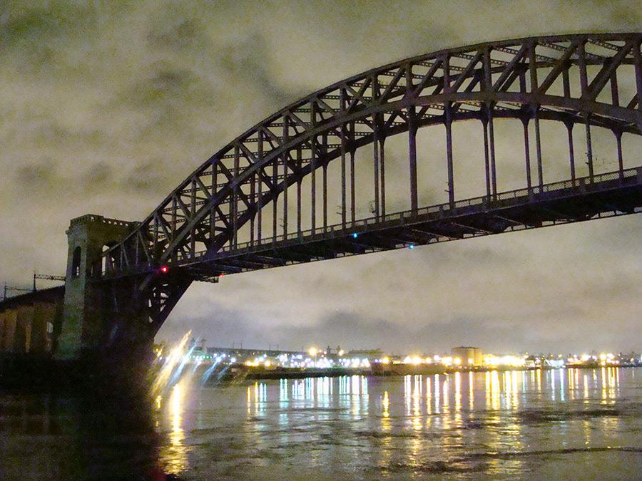 Hell Gate Bridge visto desde el Astoria Park. Foto de Andrea Hoare Madrid