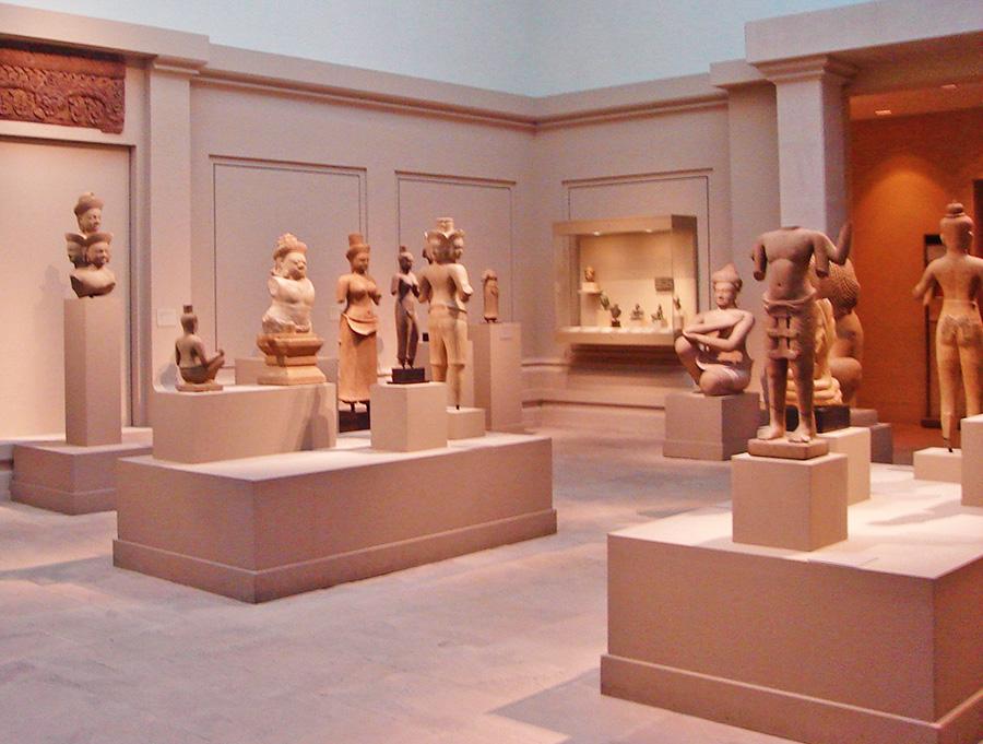 Sala con esculturas de arte oriental antiguo en el Museo Metropolitano de Arte de Nueva York de Jorge Hoare Madrid