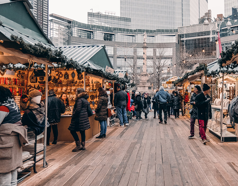 Mercado de Navidad en Columbus Circle Manhattan - Foto de Kayle Kaupanger on Unsplash disponible en https://unsplash.com/photos/J8ksCswaBYo