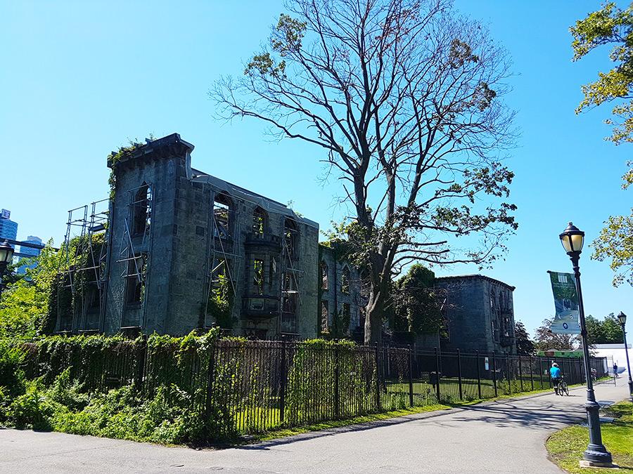 Ruinas del Smallpox Hospital en Roosevelt Island - Foto de Andrea Hoare Madrid