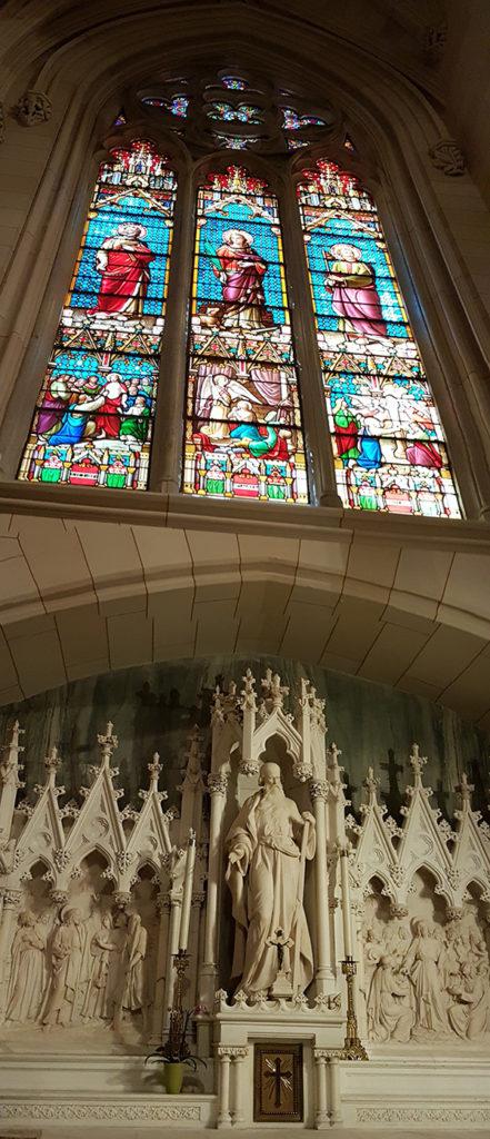 Vitrales y escultura religiosa al interior de la St Patricks Cathedral en la Quinta Avenida de Nueva York - Foto de Andrea Hoare Madrid