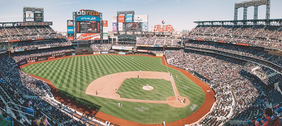 Campo de juego del Citi Field, Estadio de los Mets en Nueva York (en el Flushing Meadows Corona Park). Foto de Tomas Eidsvold en Unsplash