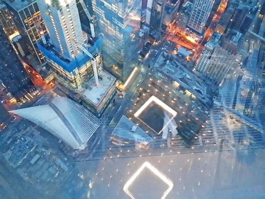 Vista del Memorial del 11 de septiembre, el Oculus y el Museo del 9/11 desde el mirador del One World Trade Center - Foto de AHM