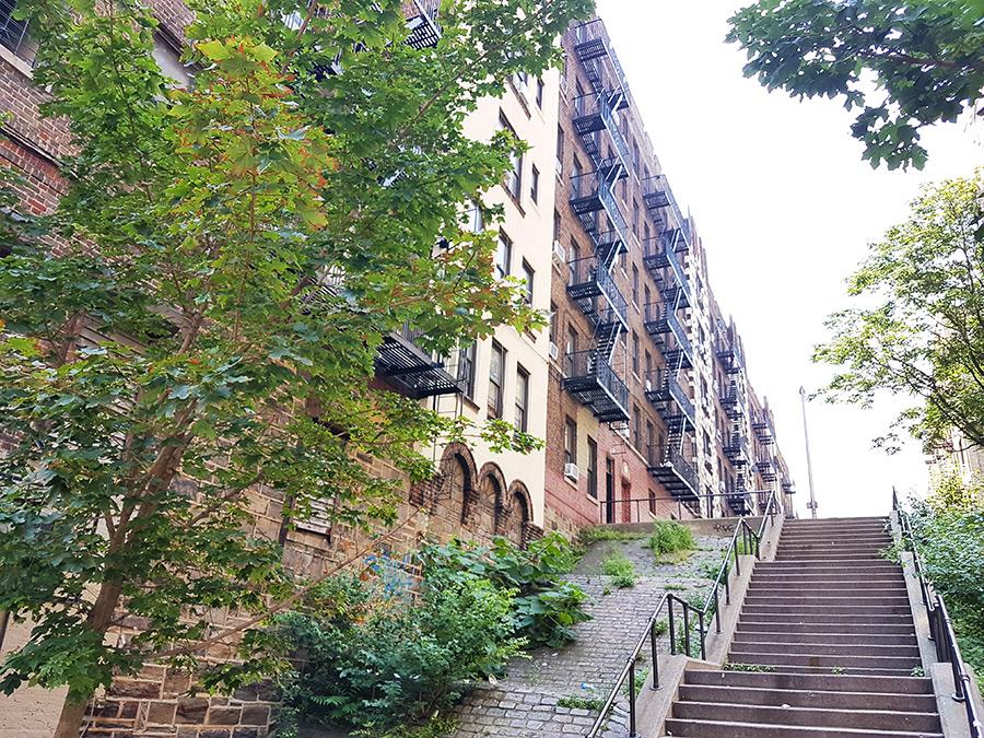 Escaleras en una calle de El Bronx - Foto de Andrea Hoare Madrid