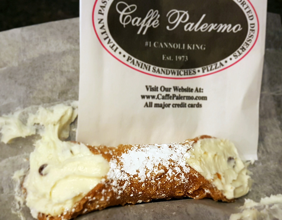 Cannoli del Caffe Palermo en la Pequeña Italia de Manhattan - Foto de Andrea Hoare Madrid