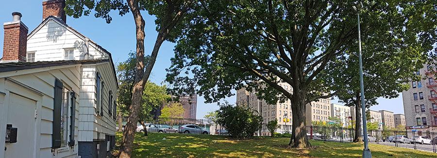 Panorámica de la Casa de Poe en Nueva York y edificios del Grand Concourse, la famosa avenida del Bronx - Foto de Andrea Hoare Madrid