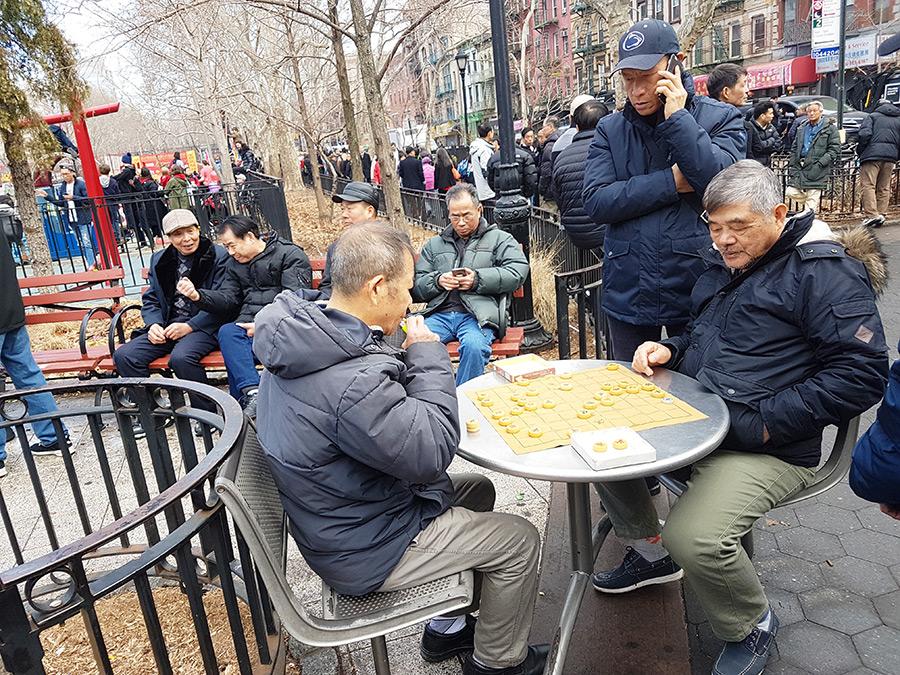 Grupo de jugadores de Majhong en el Chinatown - Foto de Andrea Hoare Madrid