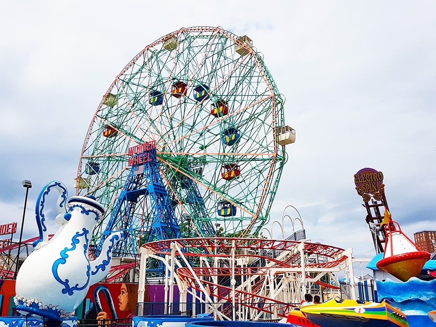 Zona de juegos infantiles en el parque de diversiones Denos Wonder Wheel - Foto de Andrea Hoare Madrid