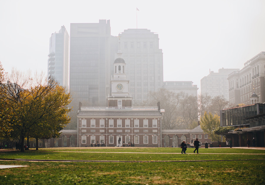 Edificio donde se firmó el Acta de la Independencia de los Estados Unidos en Filadelfia. Foto de Phillip Goldsberry en Unsplash disponible en https://unsplash.com/photos/czWe1X94SD0