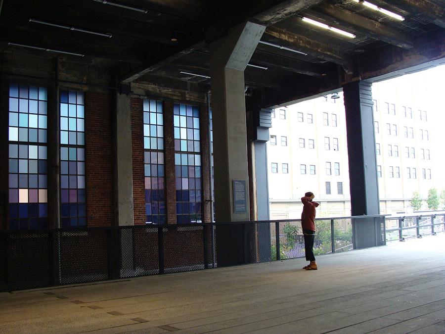 Zona techada del HighLine Park bajo el edificio del Chelsea Market a la altura de la calle 15 - Foto de Andrea Hoare Madrid