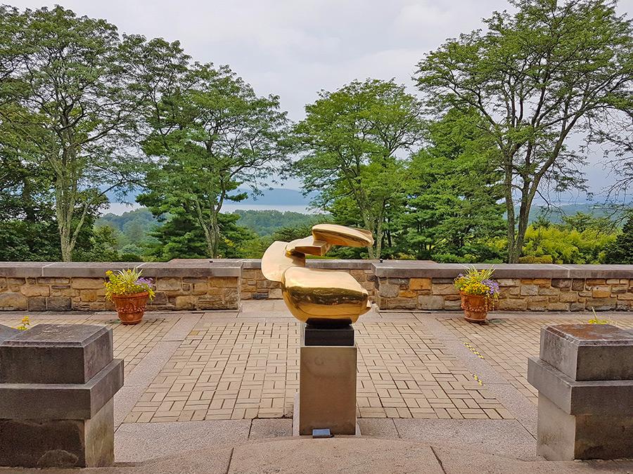 Foto de una de las esculturas de la colección de arte de la familia Rockefeller expuesta en los jardines de Kykuit en Sleepy Hollow - Foto de Andrea Hoare Madrid