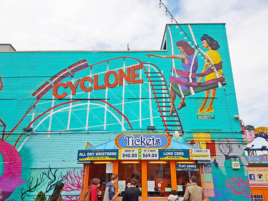 Boletería de Luna Park dentro del parque de diversiones de Coney Island - Foto de AHM