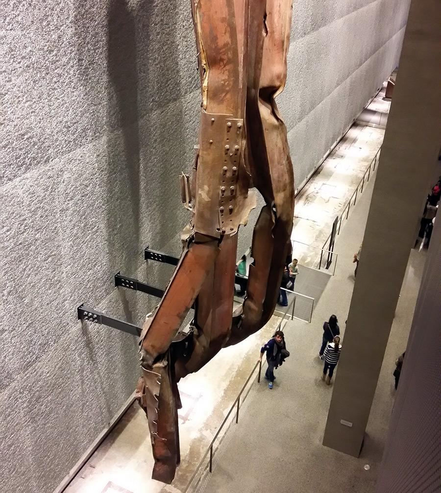 Cruz de vigas de acero de la torre norte en el Museo Memorial del 9/11 - Foto de Andrea Hoare Madrid - Newyorkando