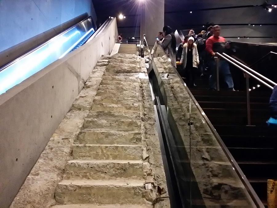 Escalera por donde escaparon cientos de víctimas del 9/11 - Newyorkando - Foto de Andrea Hoare Madrid