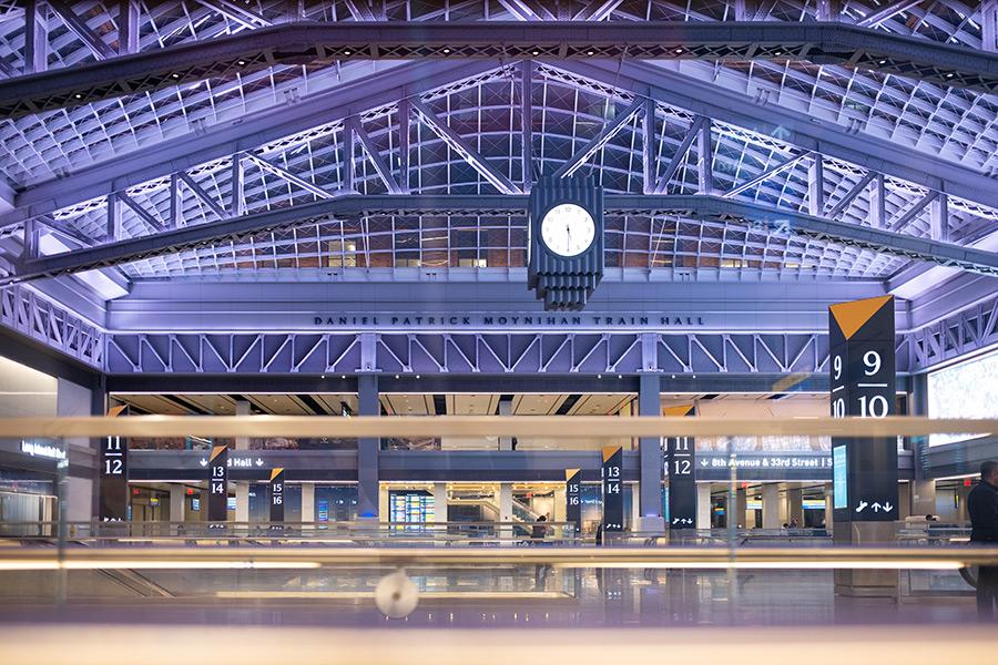 Moynihan Train Hall de Penn Station. Foto de  Stephen McFadden en Unsplash